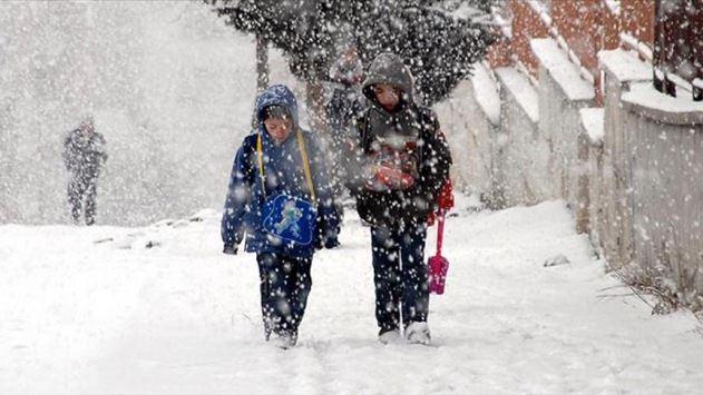 Bingöl Karlıova'da eğitime 2 gün kar engeli