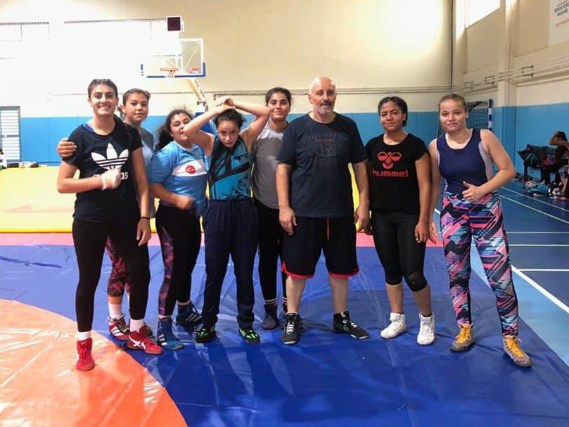 Güreşçi Kızlarımız Türkiye Şampiyonasına Katılıyor