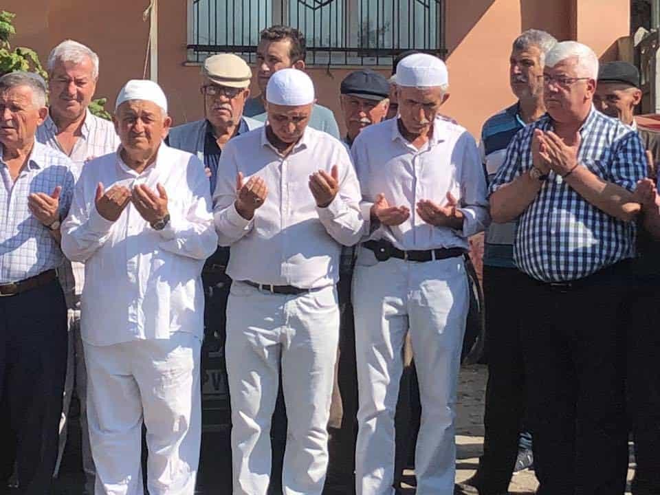 Başkan Yüksel Bakırca Mahallesinden Hacı Adaylarını Dualarla Kutsal Topraklara Uğurladı